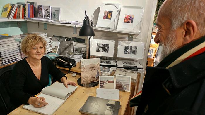 PHOTOS La signature de FLORE à la librairie Artazart (Paris)