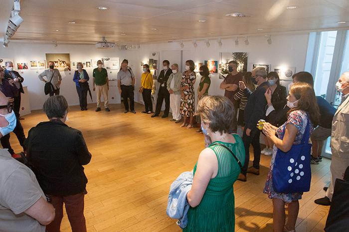 """Le vernissage de l'exposition """"Une bibliothèque photographique, 40 femmes à livre ouvert"""" (photos)"""