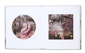 Signature des livres de FLORE, lauréate Prix HiP 2019 et Prix Nadar 2020, aux Confrontations Photo de Gex