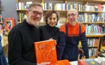PHOTOS La signature de l'historien Michel Poivert, Prix HiP 2019 catégorie Histoire de la photographie, à la librairie La Comète (Paris)